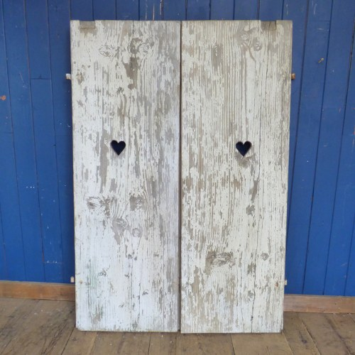 DISTRESSED SHABBY CHIC DOUBLE DOORS WITH HEART CUT OUT RWI4569