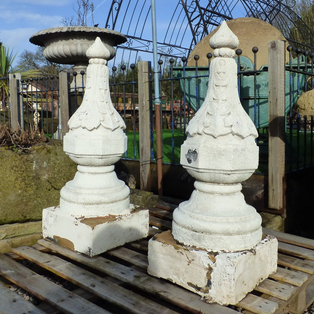 PAIR OF LARGE RECLAIMED DECORATIVE GRITSTONE FINIALS RWI4695