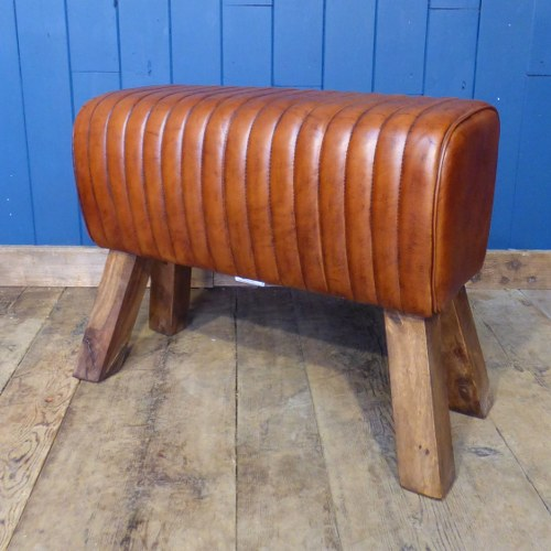 STITCHED TAN LEATHER POMMEL BENCH WR